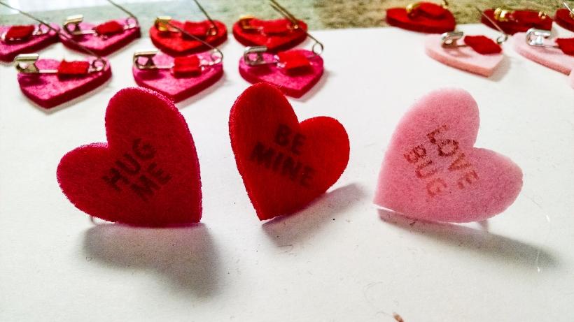 Valentines day felt pins-130012277